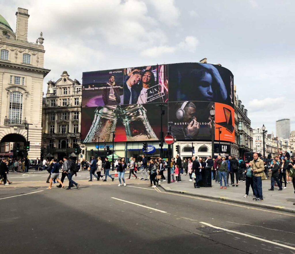 picadilly circus2 1